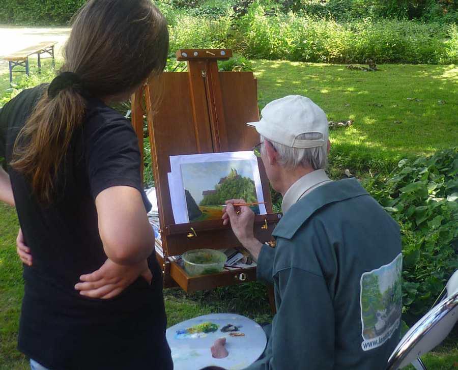 Pat Harrison painting en plein air